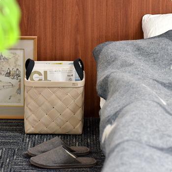 こちらはフィンランドの【Verso Design】(ベルソ デザイン)のバスケット。薄く削った白樺を編んだ物で、フェルトの持ち手が可愛いアクセントになっています。ベッド周りを掃除する時は、バスケットを動かしてササっと済ませましょう☆