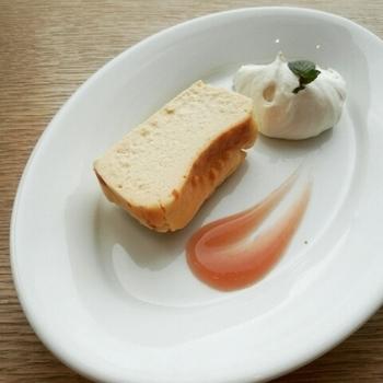 しっとりとして濃厚な味わいのオーガニックチーズケーキは、ウカフェ人気No.1のスイーツです♪