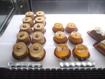 低カロリーのマクロビスイーツ、大人気のベーグル、パンなどは全て天然酵母で作られていて、テイクアウトもできます。