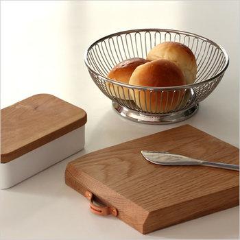 小振りなSサイズはパンやティーバッグなどを入れるのに便利そう。おもてなしの席にもぴったりですね。