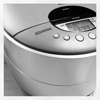 炊飯器なら、失敗知らず!材料を入れてあとはスイッチを押すだけ。思い立った時に調理でき、とても簡単ですね。