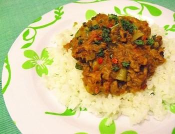 ツナと野菜で作るヘルシーなキーマカレー。ココナッツミルクでまろやかな味わいに♪