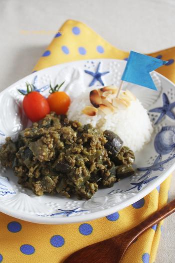 オクラとなすを使ったキーマカレーのレシピです。野菜を蒸し煮にすることで、素材の持つ甘みが引き出され旨みもアップ!