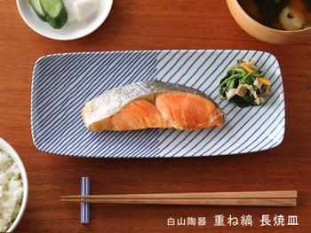こちらの長焼皿は、焼き魚をのせるのにぴったり。焼き鮭もなんだかスタイリッシュに見えますね。