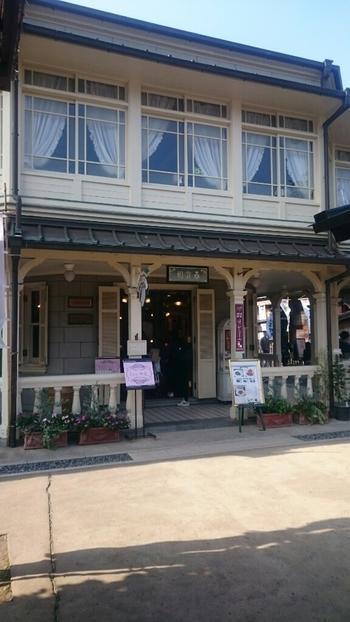 おかげ横丁唯一の洋食店はデミグラスソースが評判の異国情緒豊かな洋館です。