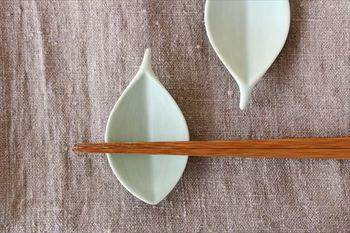 木の葉の箸置きはお茶受けの際に角砂糖などを乗せても可愛らしいですよ。