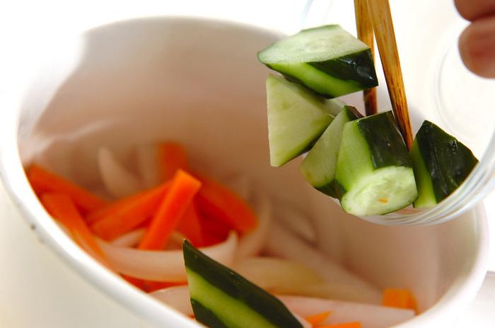 作り方は、切った野菜をピクルス液に漬けるだけ。不器用さんでも簡単に美味しくできますよ。