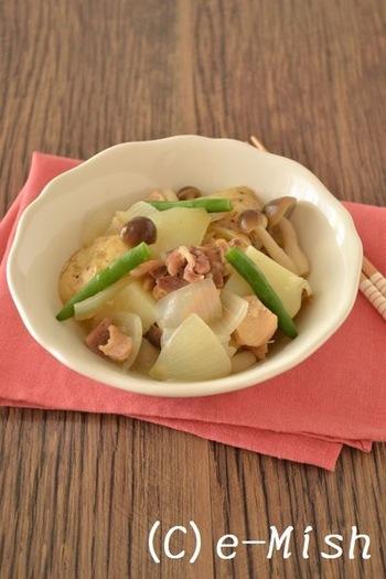 「塩味の焼き鳥缶」を使って作るお手軽肉じゃがは柚子胡椒が爽やかなアクセント! 缶詰なら失敗知らずで時短も叶うので、手軽に作ってみたいレシピです。