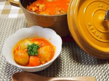 野菜ジュースを使った洋風の簡単肉じゃが。 野菜の栄養満点で、コクもたっぷり!