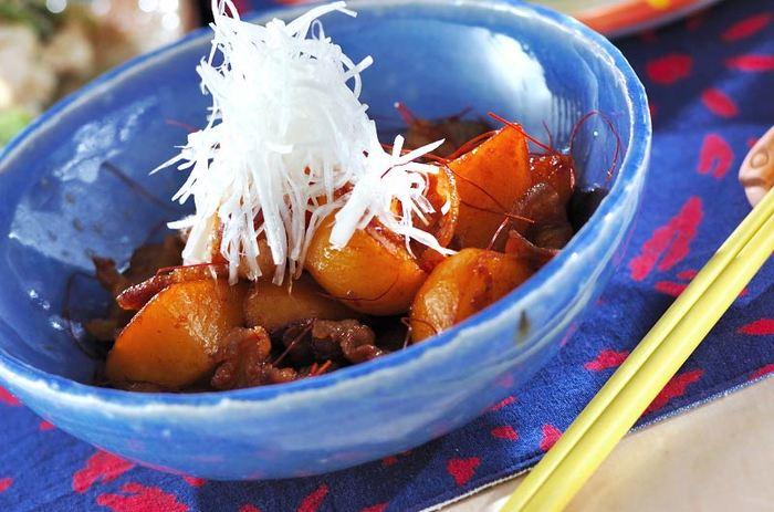 豆板醤入りの韓国風ピリ辛肉じゃがは、白いごはんにぴったり!