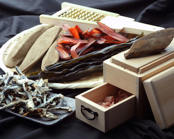 静岡県焼津市産本がつお厚削り・九州産のカタクチイワシの煮干・北海道産高級昆布などを使った「おだし」が堪能できるお店。