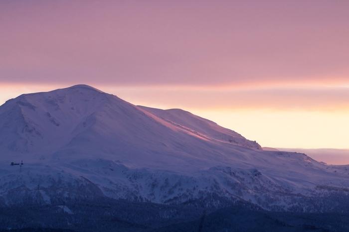 雄大な山々が見せる折々の姿もまた魅力的です。