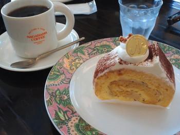 秋田県の人には「ナガハマコーヒー」が県内しか出店していないことを知らない人もいるというほど、なじみ深いコーヒーチェーンです。 スペシャルティコーヒーが飲めるほか、地元食材使用のジェラートや、白神山地の天然水を使用したアイスコーヒーなども楽しめます。