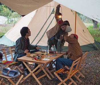 本当に使いたいと思えるものができるまで試作を繰り返し、実際に自然の中で使ってみる。そうして試行錯誤を重ねてつくられた「Ocho Camp」のキャンプ用品は、使うためにフィールドへ出かけたくなるほどの完成度の高さです。