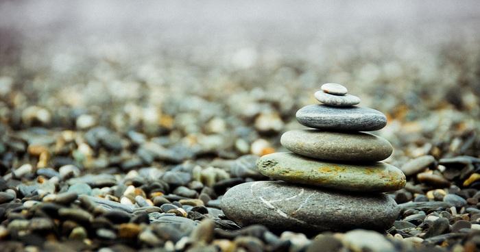 「禅(ZEN)」という言葉は、サンスクリット語で「精神集中」を意味しており、それを行う姿勢として万人向けに最も広まったのが「座禅」でした。