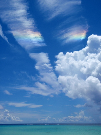 未来に幸せをもたらす彩雲