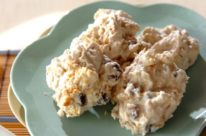 材料は生クリーム、バナナ、ゆで小豆、ビスケットのみ。洋風スイーツにも小豆はとっても合いますね♪ビスケットのざくざくした食感も楽しい!