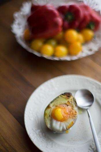 切って、卵を落としてグリル!シンプルですが生とは違う食感が楽しめます。