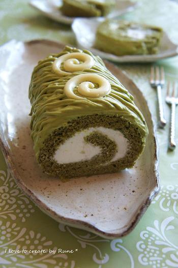 たっぷりのクリームを甘さ控えめの生地で巻き込んだふんわりロールケーキです。 カットしてもそのままでもかわいいビジュアルに心が躍りますね。
