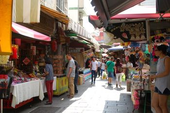 安平古堡の周辺には、「安平老街」と呼ばれるレトロな街並みが広がります。飲食店やお土産屋さんなどがたくさん立ち並んでいますので、ぜひ安平古堡と一緒に観光してみてくださいね。