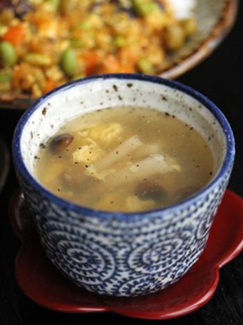 スーパーでお安く手に入るしめじとふわふわ卵の組み合わせは絶妙♪鶏ガラスープでちょっぴり中華風の味わいです。