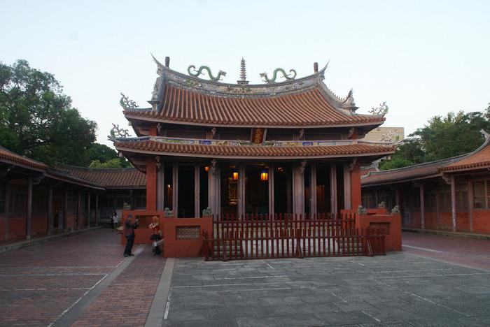 学問の神様として有名な孔子を祀る「孔子廟(こうしびょう)」も、台南観光で欠かせないスポットです。孔子廟は台北にもありますが、こちらの台南孔子廟は台湾で最も古いものだといわれています。