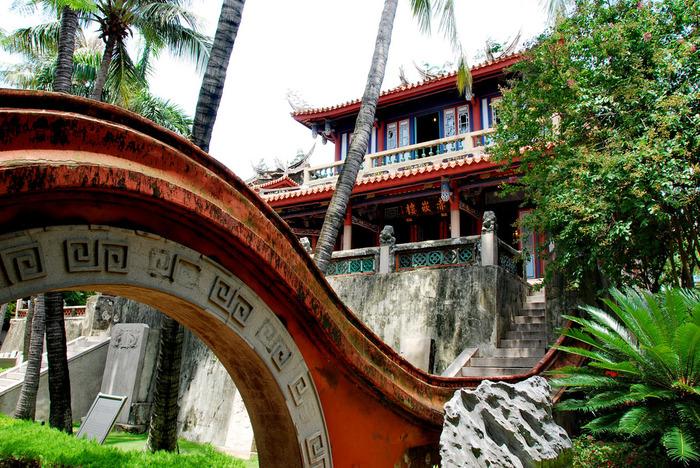 台南の名所として特に有名なのが、こちらの「赤崁楼(せきかんろう)」です。オランダ統治時代、清朝統治時代、日本統治時代と、さまざまな歴史の変遷を経てきました。