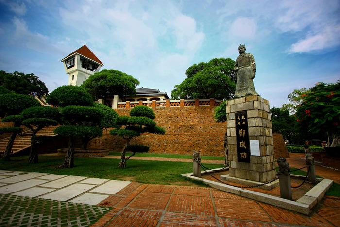 オランダ人によって建造された安平古堡は、ヨーロッパ風の独特な雰囲気が魅力です。敷地内には資料館や展望台などがあり、日本語の解説も充実していますので、台湾の歴史を学ぶこともできますよ。