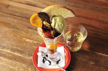 札幌にはラーメンや新鮮な海鮮、ジンギスカンなど美味しい物がたくさん。もちろん酪農王国北海道ですから、乳製品も美味しい物が揃います。濃厚な生クリームやアイスクリームなどを使った甘いパフェでシメるのも、言わば自然の流れかもしれません。
