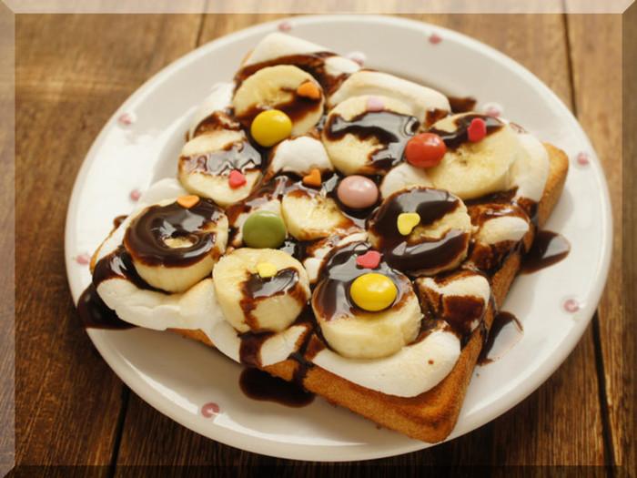 バレンタインの日の朝食に?チョコバナナは相性バッチリですね。