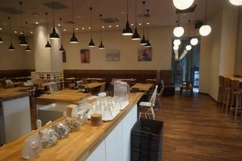 すすきののノルベサ1階にある「MIRAI.ST cafe & kitchen」。入りやすいおしゃれな雰囲気で店内も広々としています。