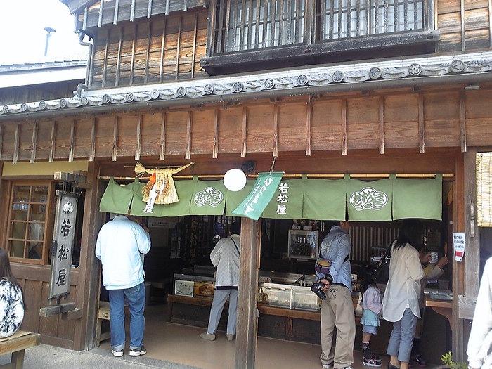 日本の食文化の伝統のかまぼこ、はんぺい(はんぺん)を昔ながらの手づくりの味を守る『若松屋』さん。
