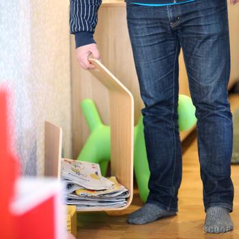 移動は片手でひょいと楽々!掃除をする時はもちろん、来客時にもすぐに片付けられますね。