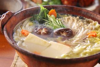 シンプルな湯豆腐はポン酢だれでさっぱりといただきましょう。