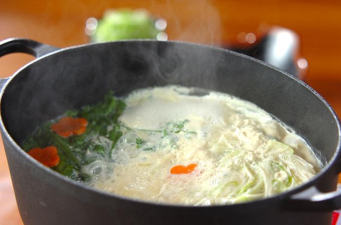 豆乳×豆腐の大豆パワーたっぷりの女性にうれしいヘルシーお鍋。 ほっとする優しい味わいです。
