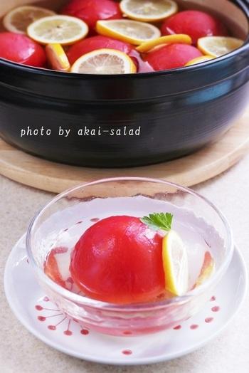湯向きしたトマトを蜂蜜レモンシロップにつけたヘルシーなスイーツ。 冷蔵庫で冷やしていただきましょう!