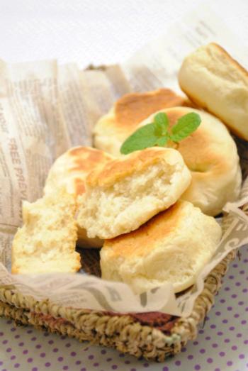 土鍋を使って外側はサクッ中はふわふわのパンが出来るんです! ぜひお試しください。
