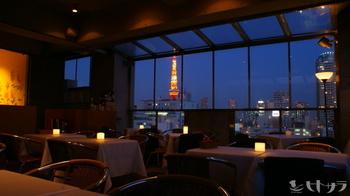 お客さんの目当ての一つが、店内から見える東京タワー。開放的なテラス席からも、はっきりと東京タワーを確認する事が出来ます。