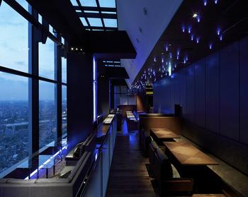 「天空LOUNGE TOP of TREE」は、東京スカイツリータウン内の東京ソラマチ31階にある天空ラウンジ。