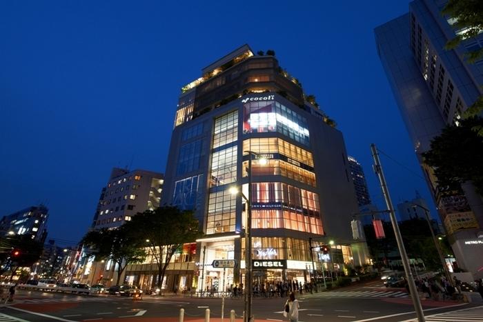 渋谷中心街にあるビルの最上階に位置するカフェが「THE LEGIAN TOKYO」です。