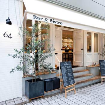 朝からパン食べ放題はホテルビュッフェのみになりますが、ブランチならホテル以外でもパン食べ放題が楽しめます。元町駅より徒歩10分ほどの場所にある『Bar&Bistro 64』では11時からのブランチ(ランチ)でパン食べ放題です♪