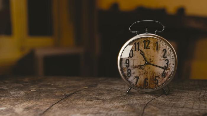 まずは1日の時間をどのように過ごしているか、整理してみましょう。起床から仕事を終え帰宅するまでははっきり覚えていても、帰宅してからはリラックスタイムということであまり意識していないという方も多いのではないでしょうか。