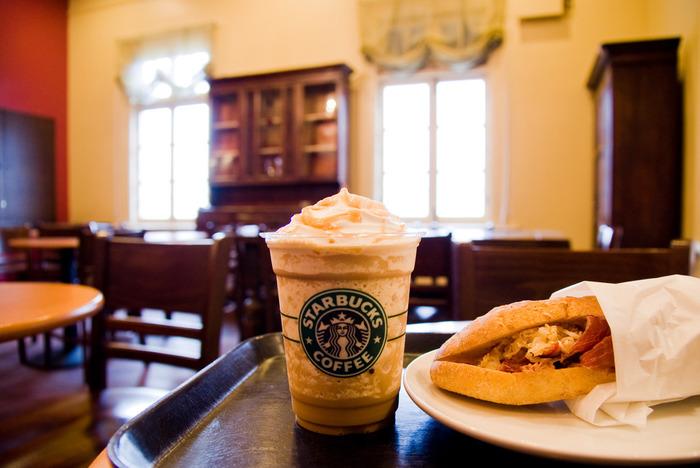 サンドイッチやスコーン、デニッシュパイやキッシュなど、Foodメニューも豊富なスタバは朝食にも困りません。