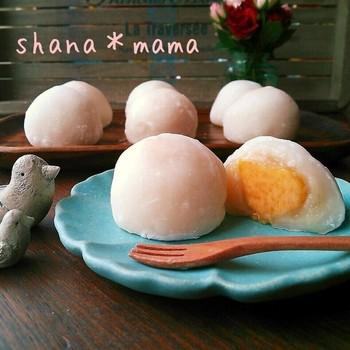 白あんと黄桃で、色味も美しい桃大福。イチゴ大福でなくても、季節のフルーツで色々アレンジできそうですね。