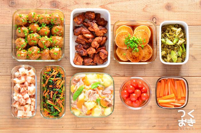 常備菜とは、保存がきいて作り置きのできるおかずのことです。あらかじめ休日にまとめて常備菜を作っておけば、早朝に起きして一からおかずを作る手間を省くことができますよ。おすすめの常備菜レシピをいくつかご紹介します。