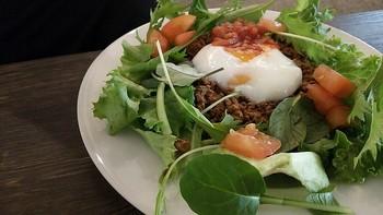 MIRAI.ST cafe & kitchenはお食事も充実。北海道産の食材を使ったメニューやアルコールにピッタリのおつまみも揃っていますので、飲んで、食べて、シメパフェまでここだけでOKの便利なお店です。