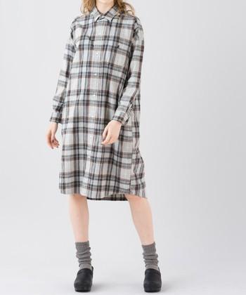 昨年人気が爆発したシャツワンピースのブームはまだまだ続きそう。1枚でサラリと着るも良し、羽織ものや上にスウェットを重ね着しても◎