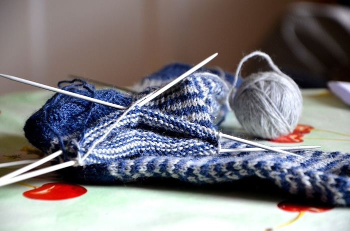 音楽や映画を流しながら、お家でゆっくり、編み物を…。