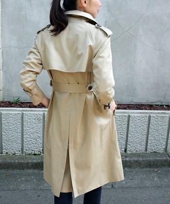 ベーシックの定番トレンチコートもスローファッションにおすすめのアイテムです。きれいめにもカジュアルにも、オールマイティに使えるトレンチコート。仕立ての良い良質なものを選んで、長く愛用してください。