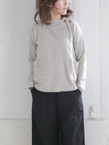 シンプルで可愛らしいシルエットのデッキマンシャツ。コットン90%にウールが10%入った素材なので、肌触りも柔らかく着心地も良くて、ふっくら温かです。